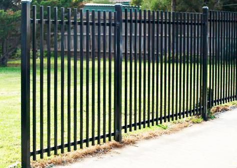 Забор из профильной трубы: выбор материала